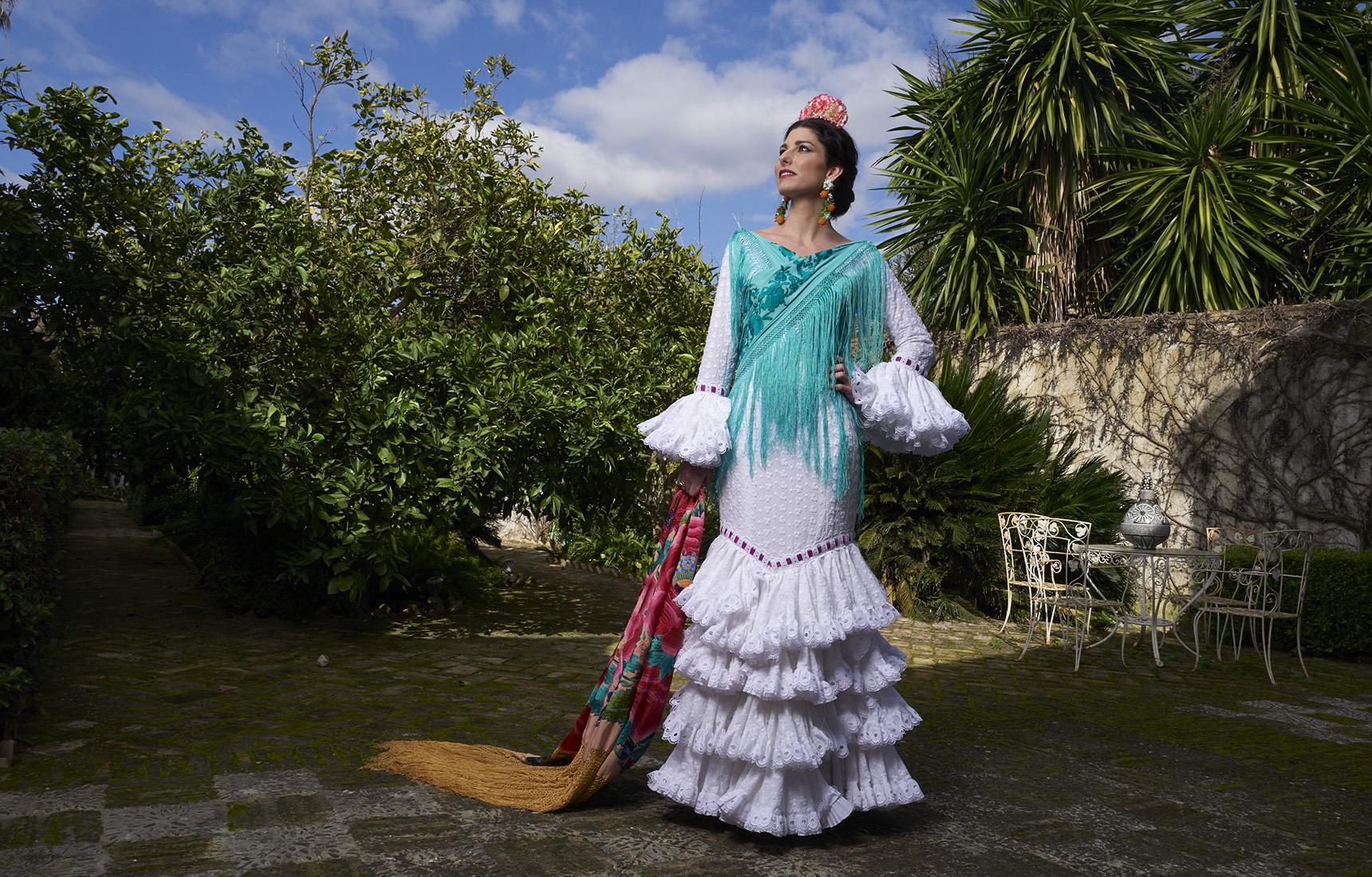 Rocío Peralta con un vestido blanco
