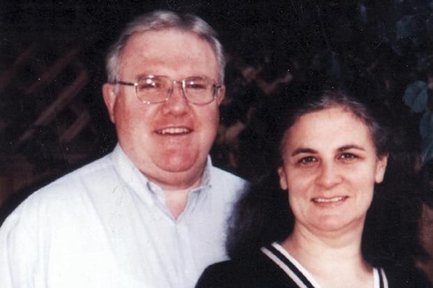 El líder de la secta, Bruces Hales, con su esposa