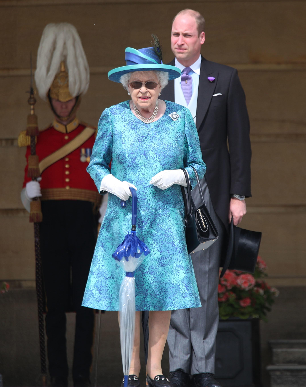 Isabel II con uno de sus looks más llamativos durante la última garden party.