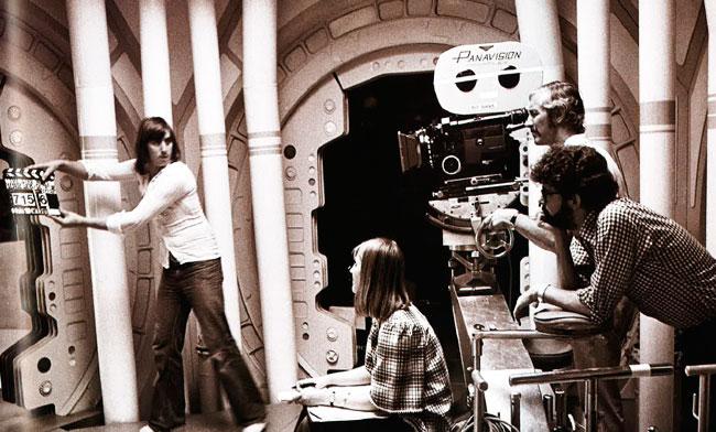 Momento del rodaje del 9 de julio, con Lucas con camisa de cuadros