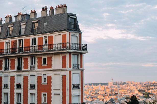 Un precioso edificio de una ciudad