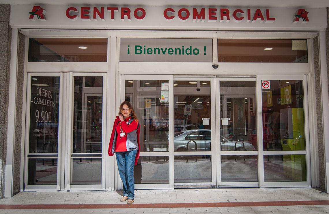 Almudena González, cajera