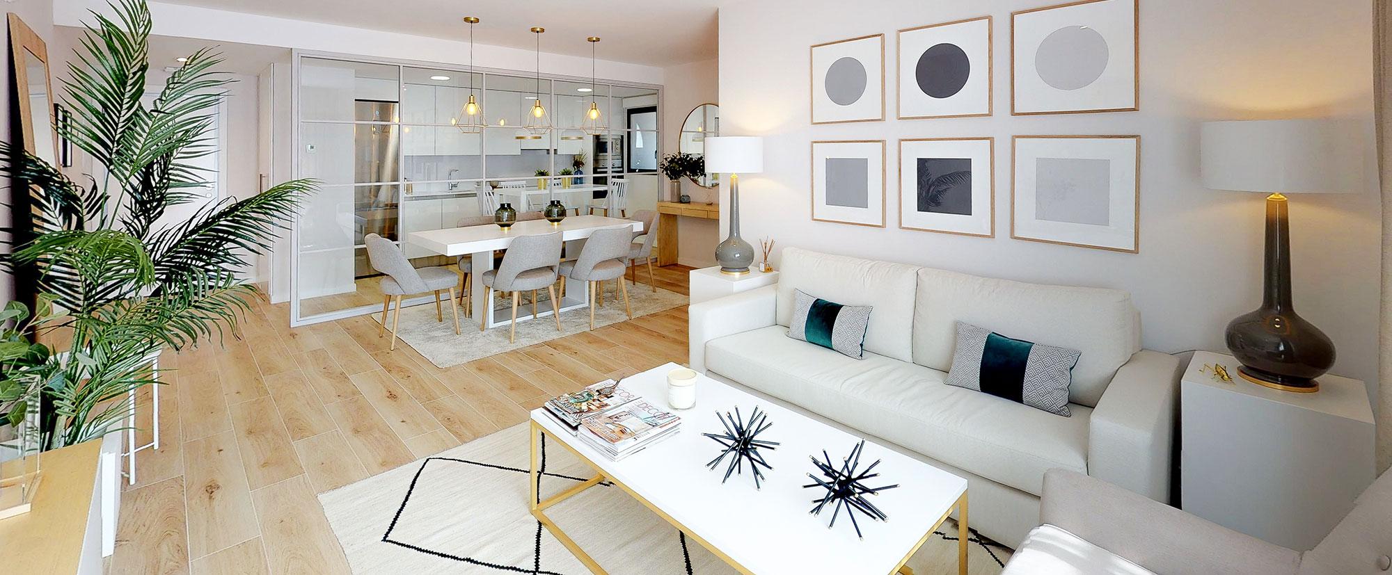 El piso piloto de Escalonia II muestra la amplitud de la cocina y el salón