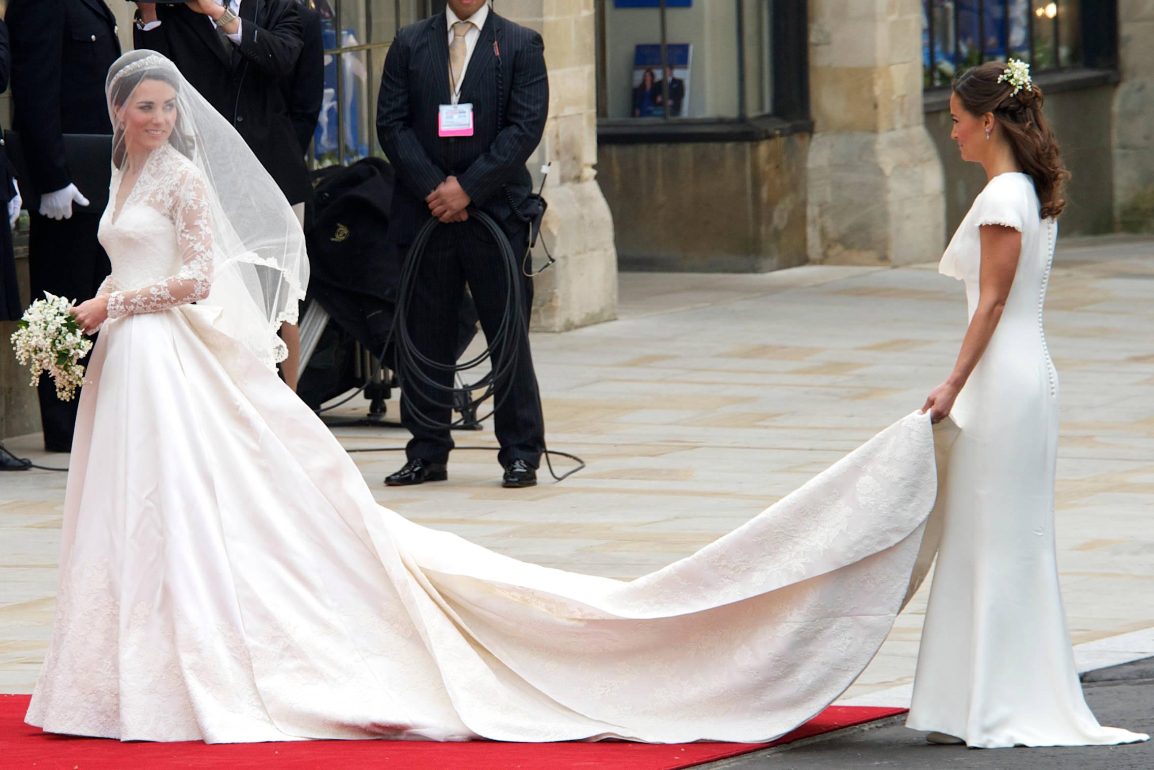 Kate y Pippa Middleton durante la boda de la primera. (Limited Pictures)