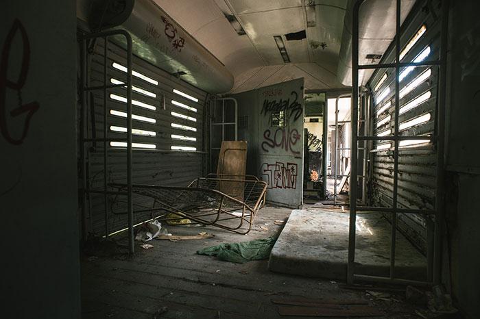 Interior de tren en la estación de Canfranc