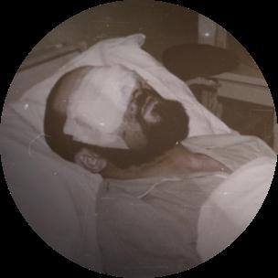 El mismo año en el que Clemente es ordenado obispo al margen de la liturgia católica, pierde los dos ojos en un grave accidente de tráfico