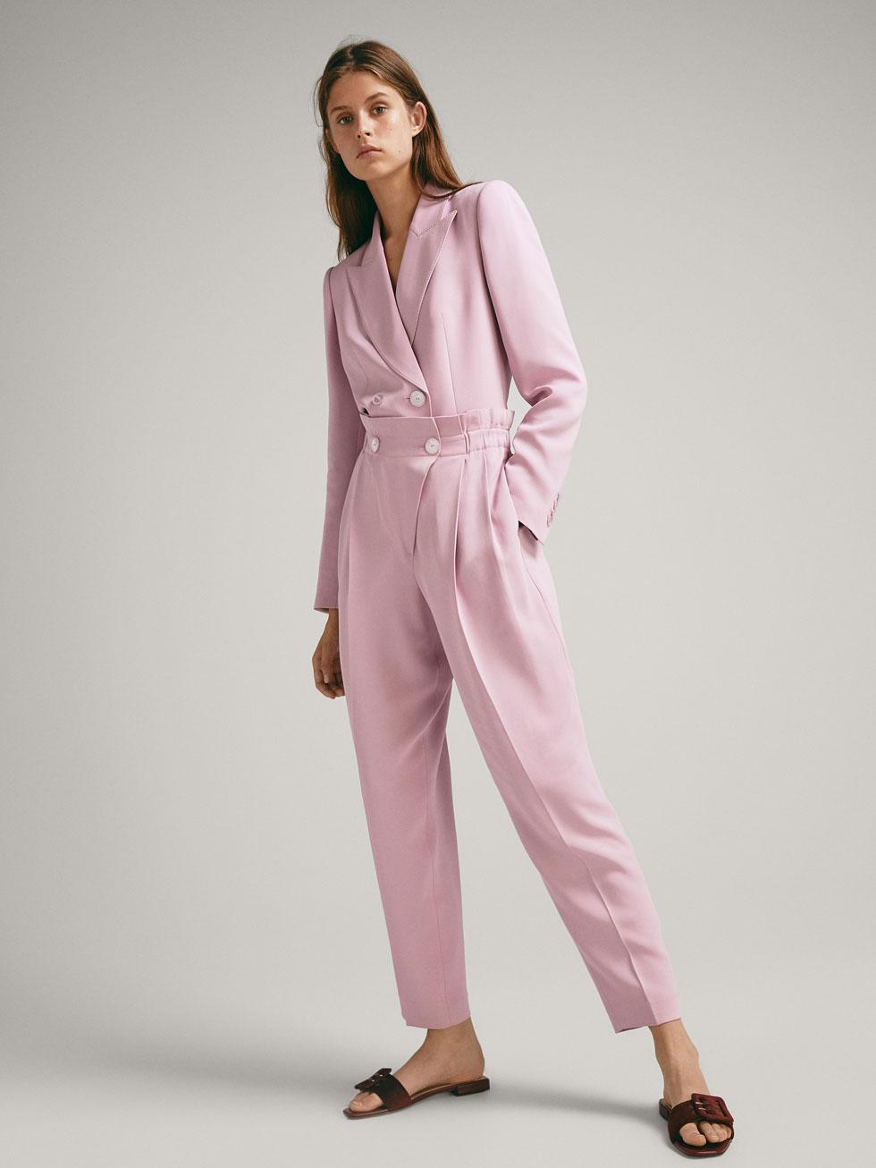 En clave pink: blazer (129 €) y pantalón (69,95 €), de Massimo Dutti.