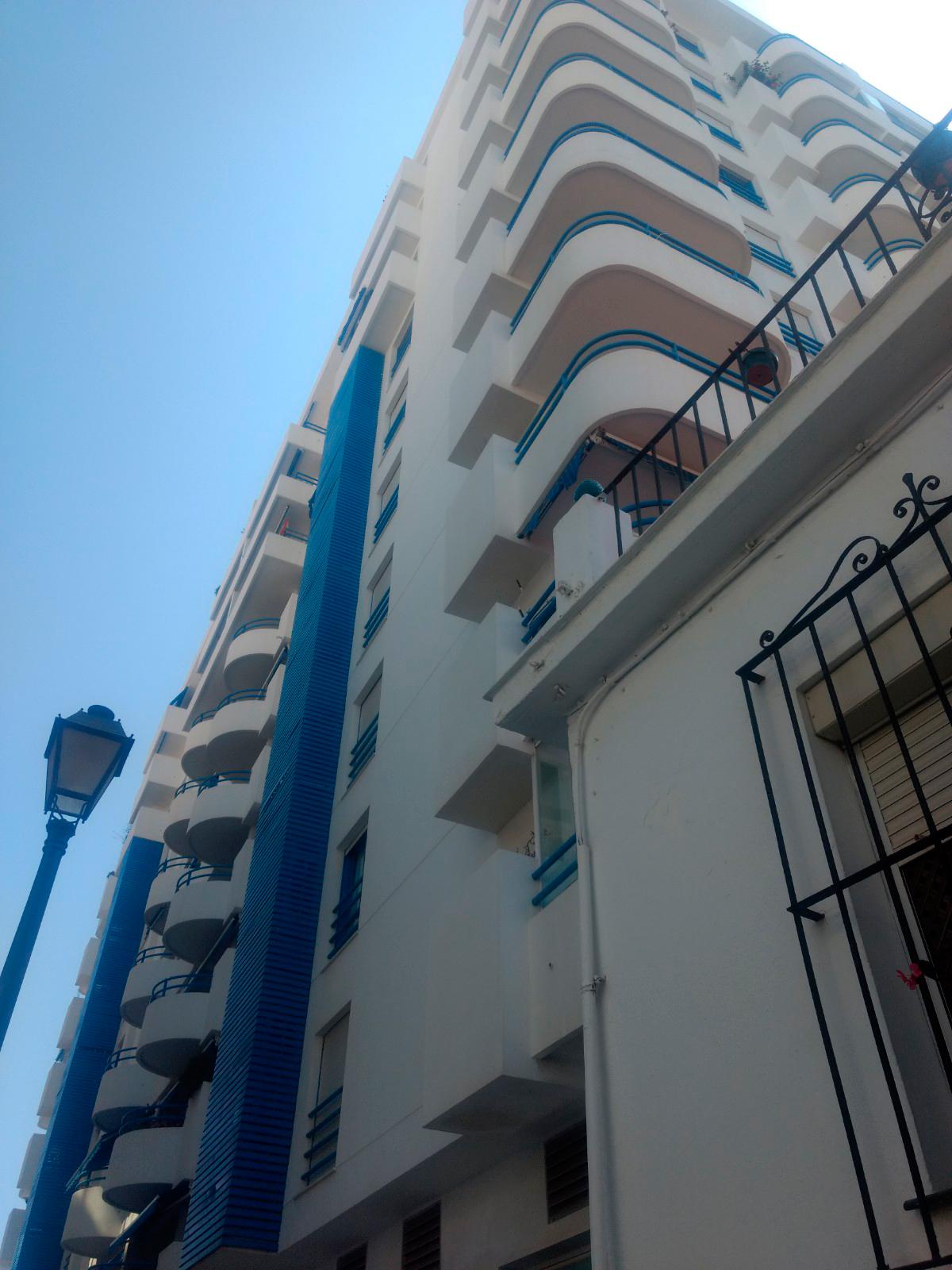La distancia entre la terraza de Carmen y el edificio es menor de tres metros. (A. P.)