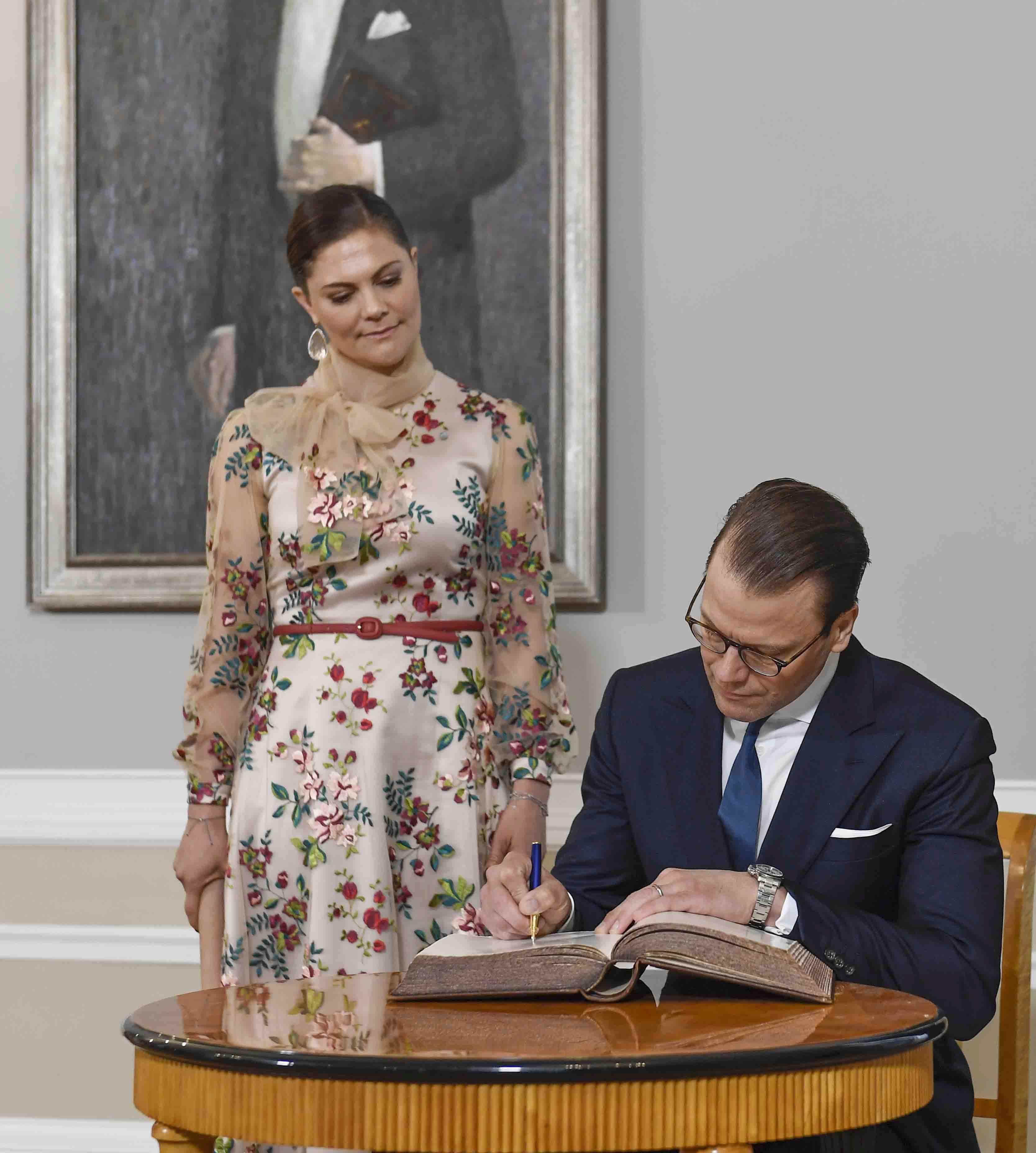 Victoria de Suecia con el vestido en el que se podría haber inspirado Matilde. (Gtres)