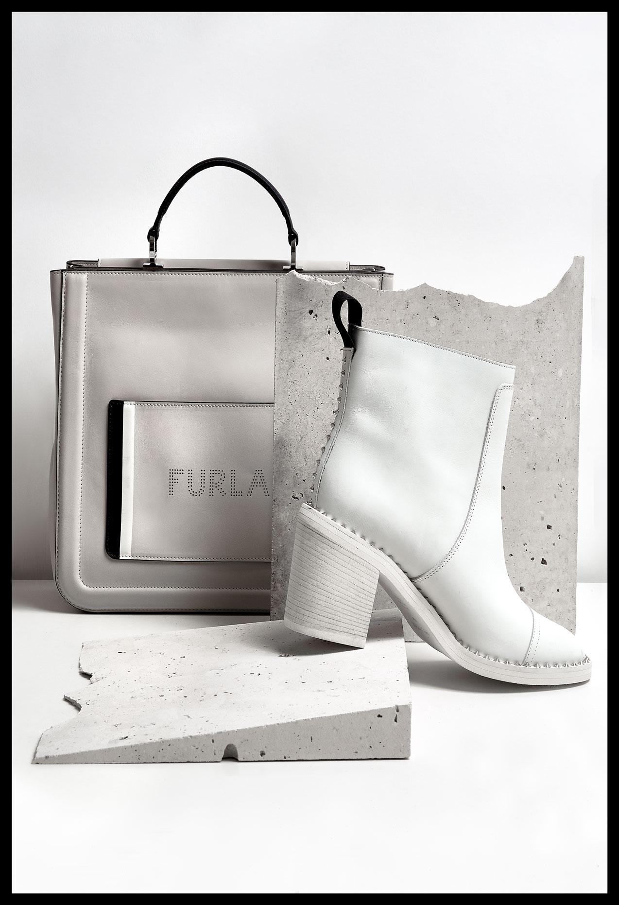 Shopping bag, Furla. Botín con tachuelas, Zadig & Voltaire.