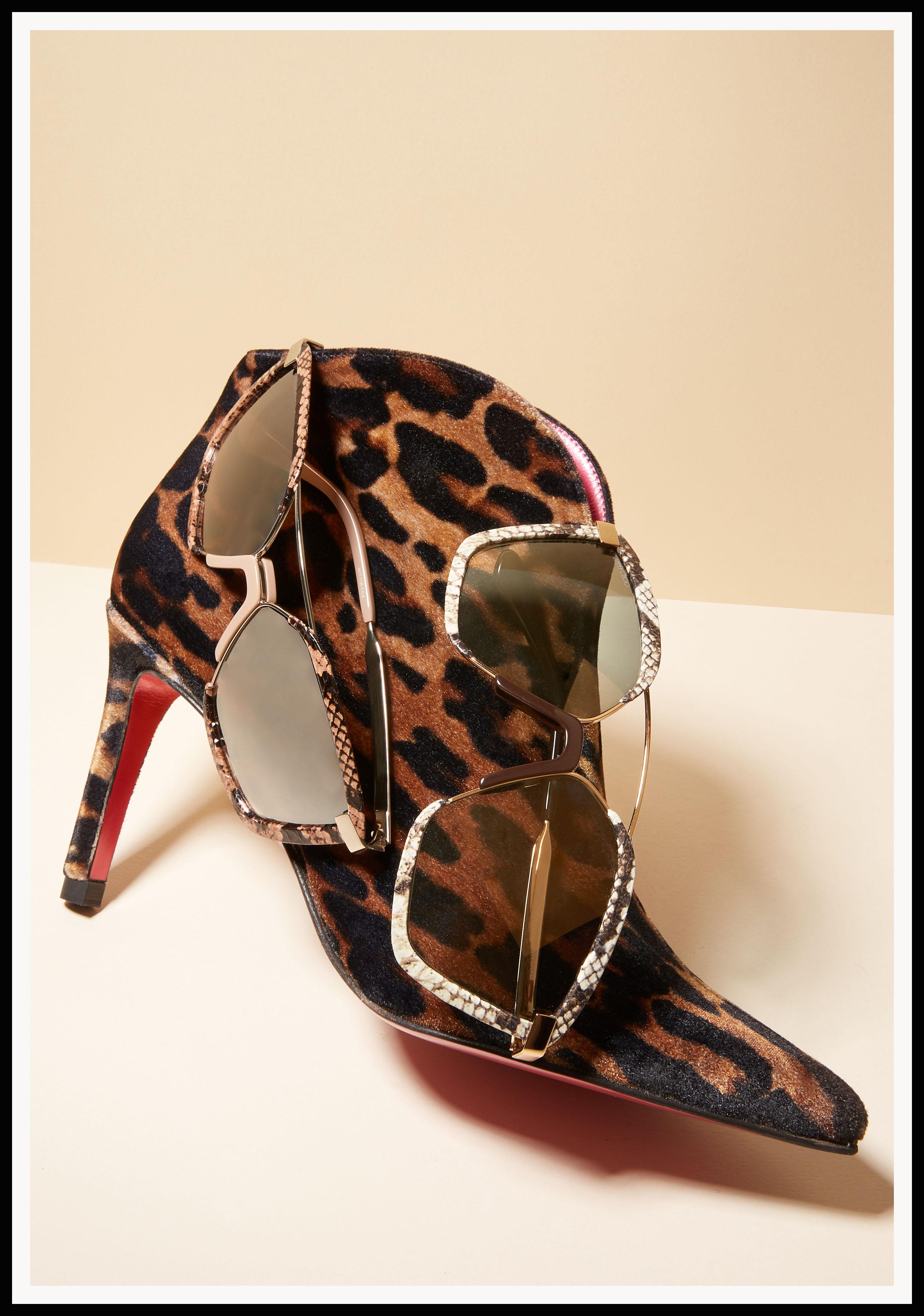 Botin con estampado de leopardo de Mascaró. Gafas de pitón de Jimmy Choo.