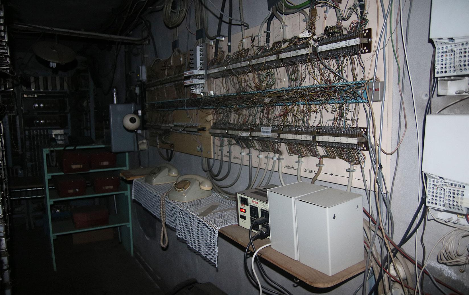 Sala de escuchas del interior de los pasadizos de la Colonia