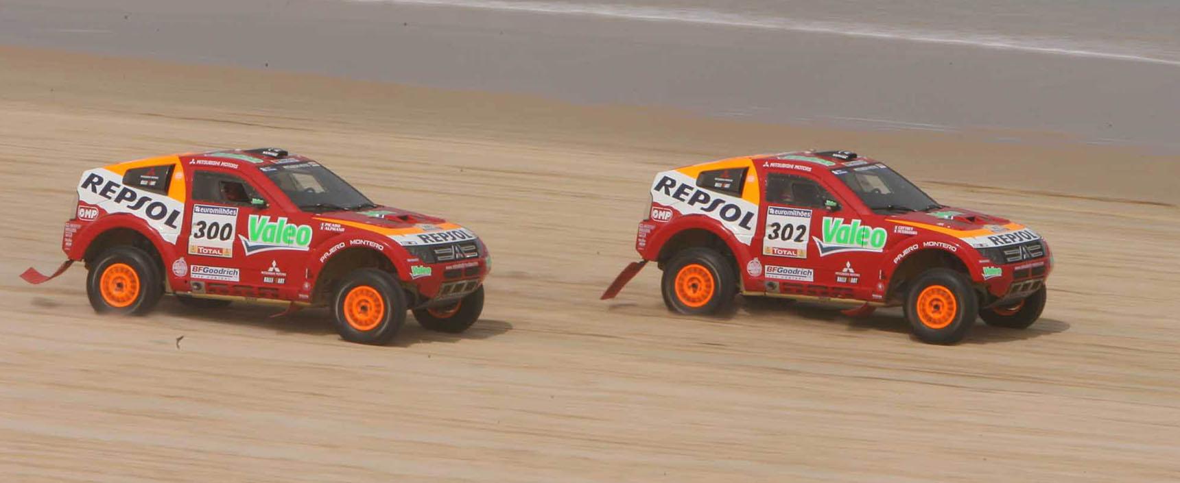 Repsol Mitsubishi Ralliart logró la tercera victoria consecutiva en el Dakar con el piloto Stéphane Peterhansel