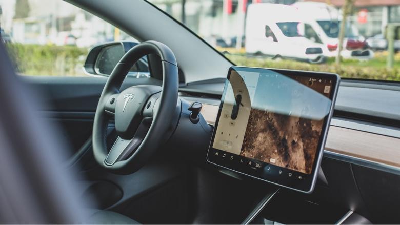 Un coche con la última tecnología en navegación
