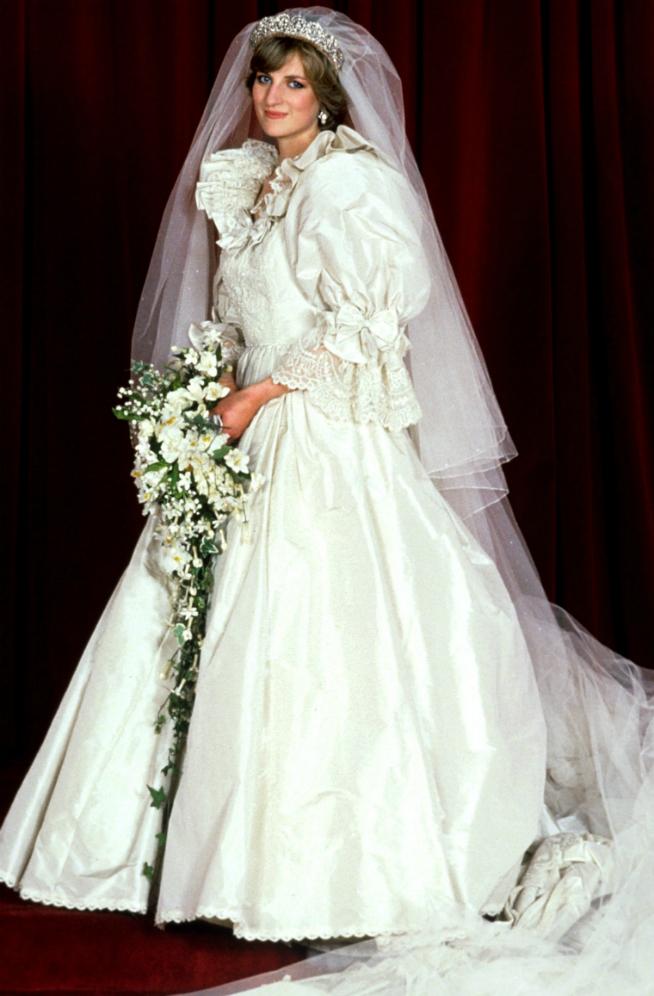 familia real británica: las novias windsor: sus vestidos de boda