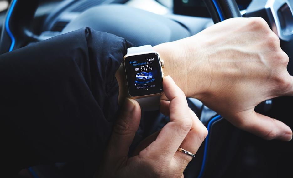 Persona con smartwatch
