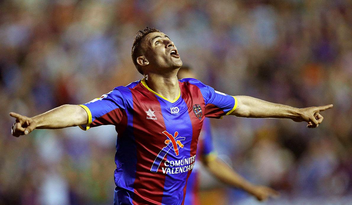 Ghezzal (Levante UD) celebra su doblete en el último partido de 2012 ante el Athletic Club