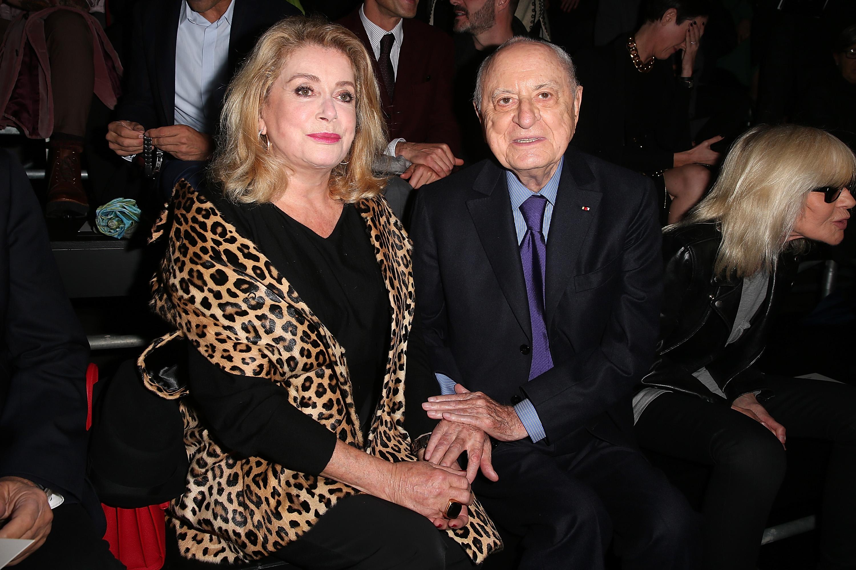 Pierre Berger y Catherine Deneuve, en julio de 1974. (Getty)