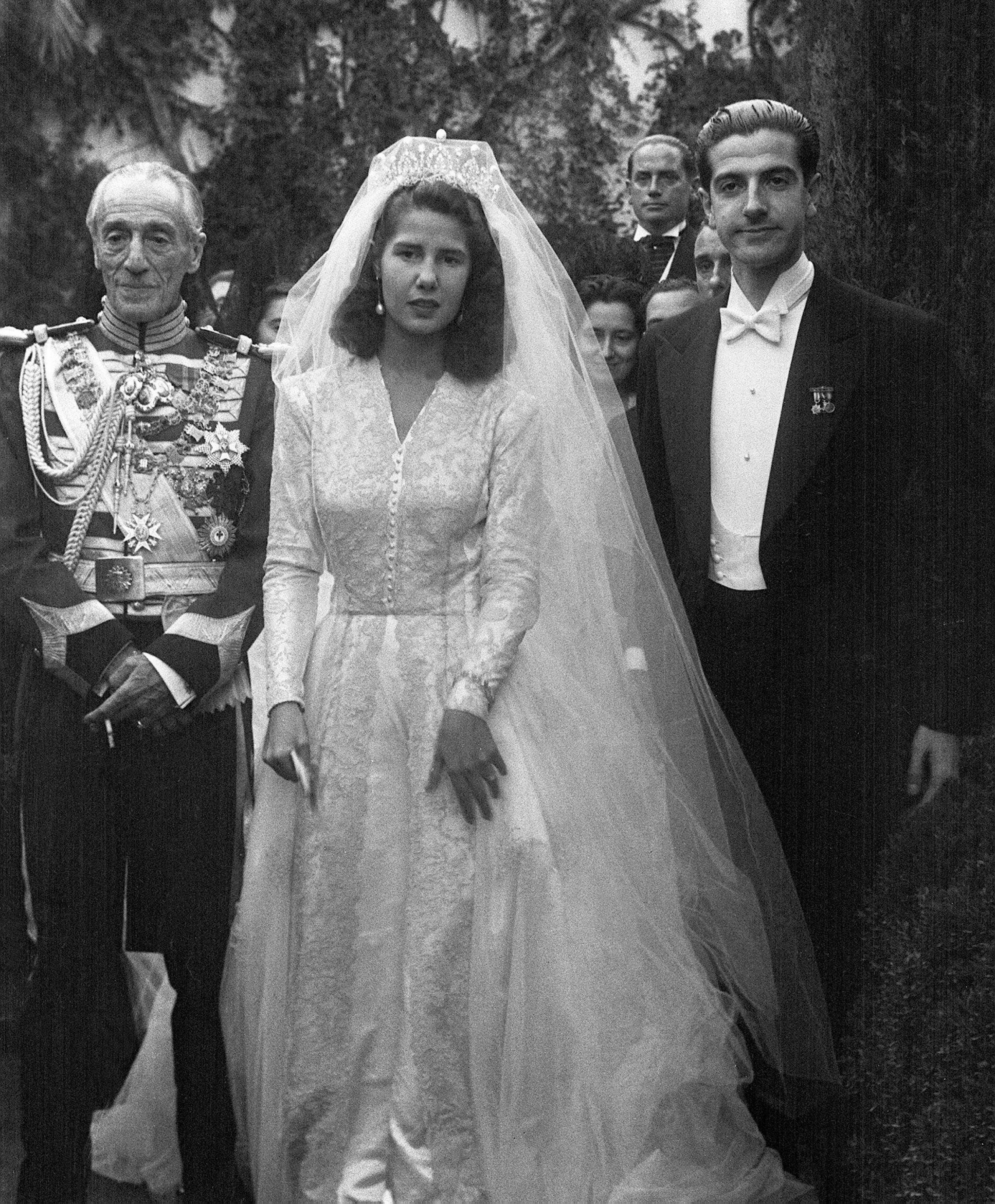 La duquesa de Alba el día de su boda con Luis Martínez de Irujo. (EFE)