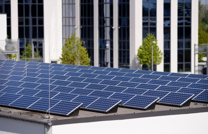 Paneles solares sobre un techo