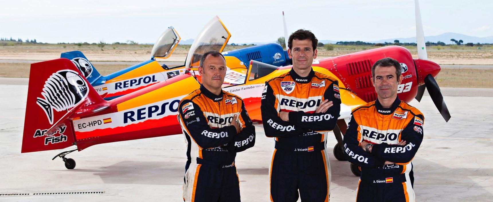 Miembros del Equipo Bravo3 Repsol de vuelo acrobático con el que Juan Velarde se proclama subcampeón del Campeonato de España