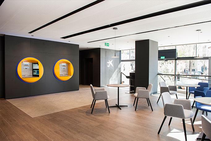 Bancos espa oles as son las nuevas oficinas de la era de for Oficina 2100 caixabank