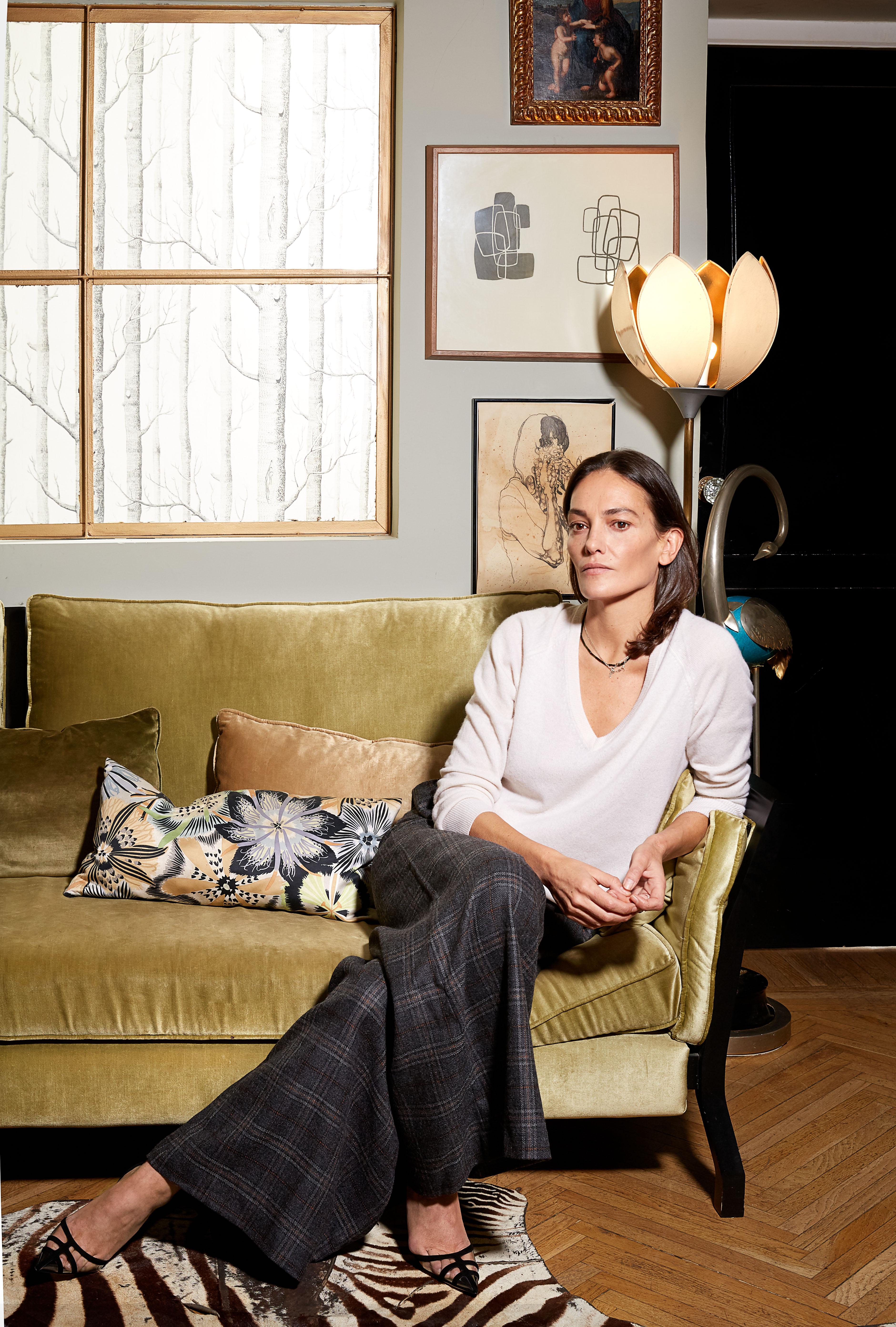 Laura Ponte lleva jersey de Equipment, pantalón de John Richmond y zapatos de Manolo Blahnik. (Olga Moreno)