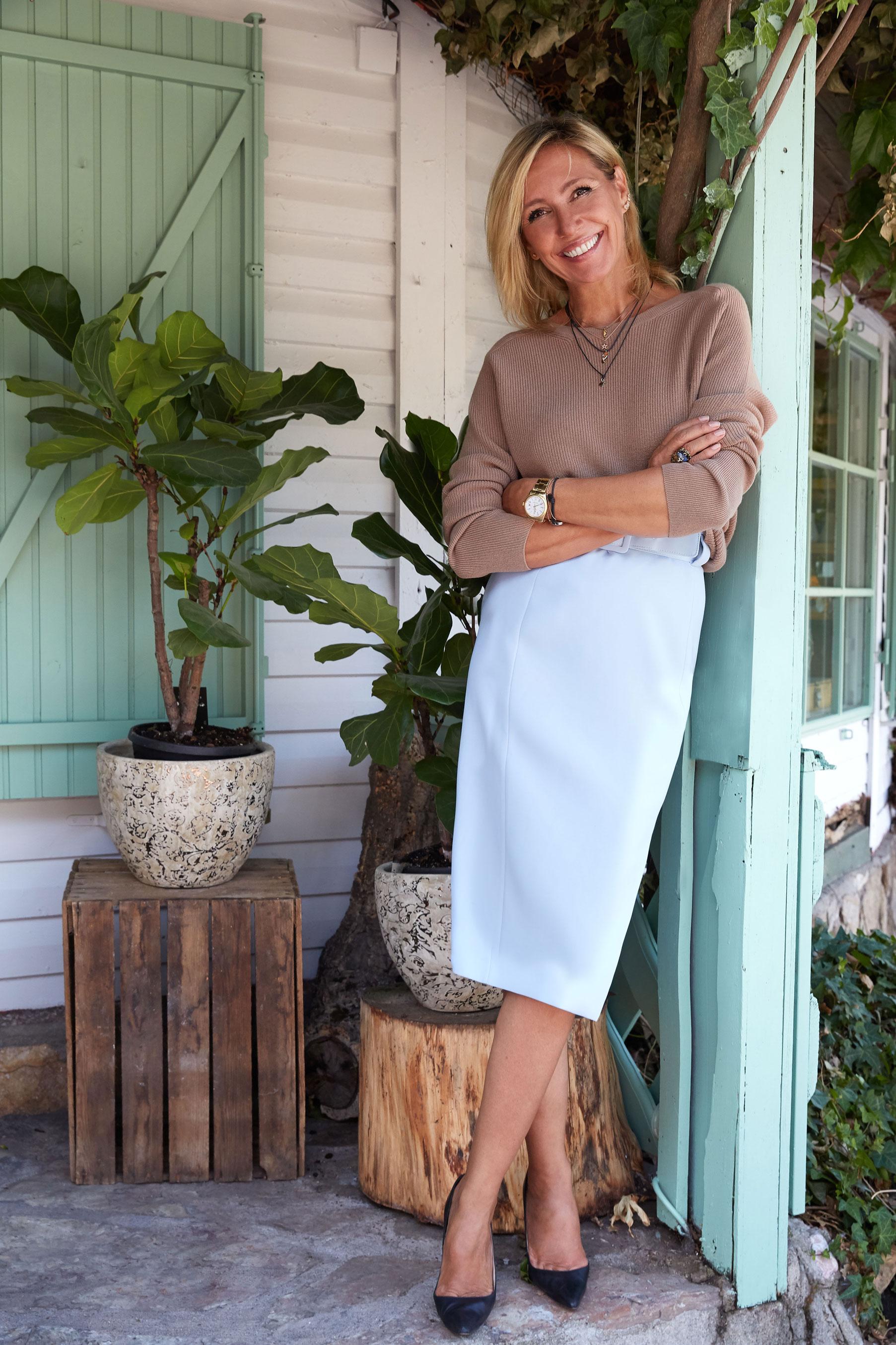 Jersey y falda de Hogo Boss, con stilettos de Manolo Blahnik.