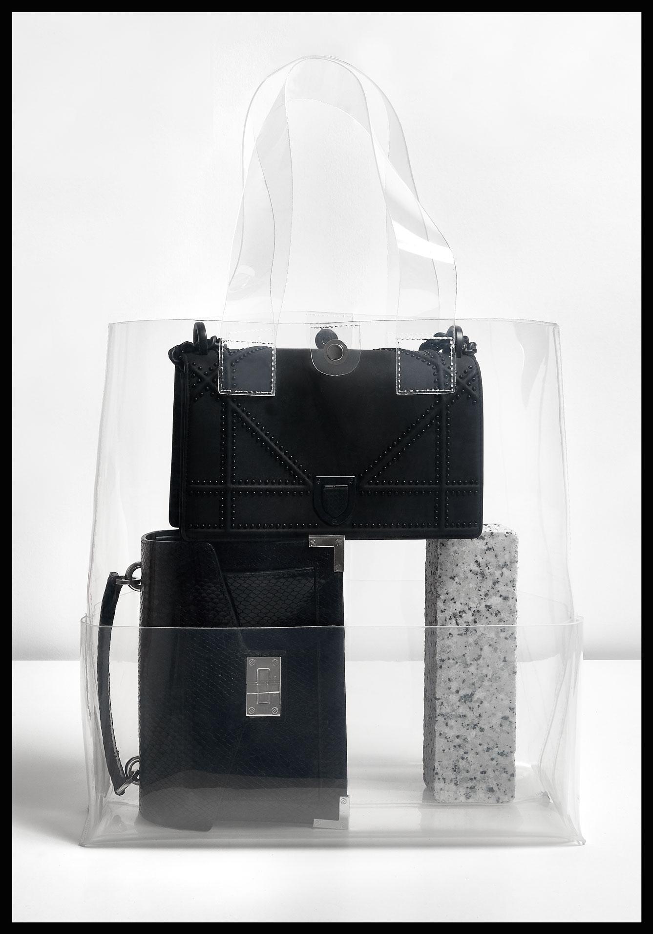 Bolso transparente, Zara. Bolso de pitón negro, The Kooples. Bolso 'Diorama', Christian Dior.