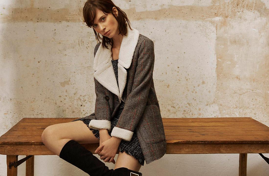 Modelo con pichi de Green Coast, abrigo de Ease Wear y botas de Zendra