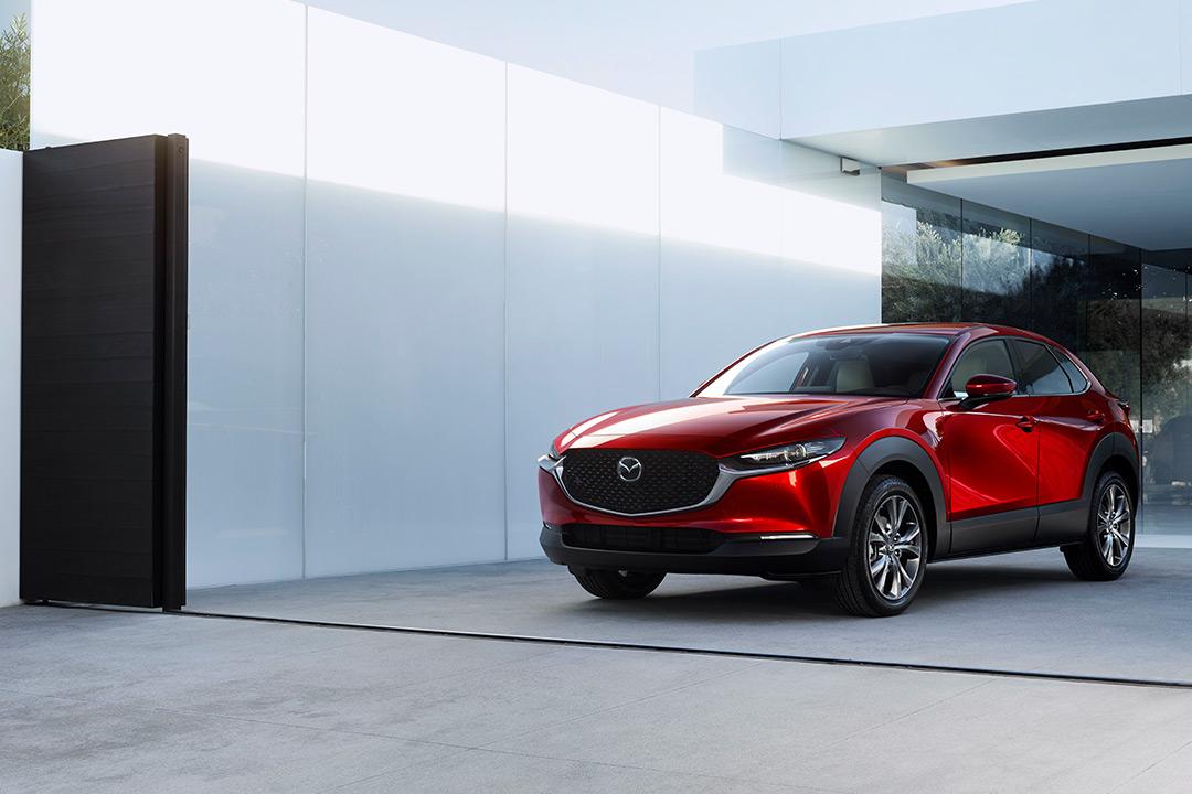 Coche Mazda desde el frontal derecho
