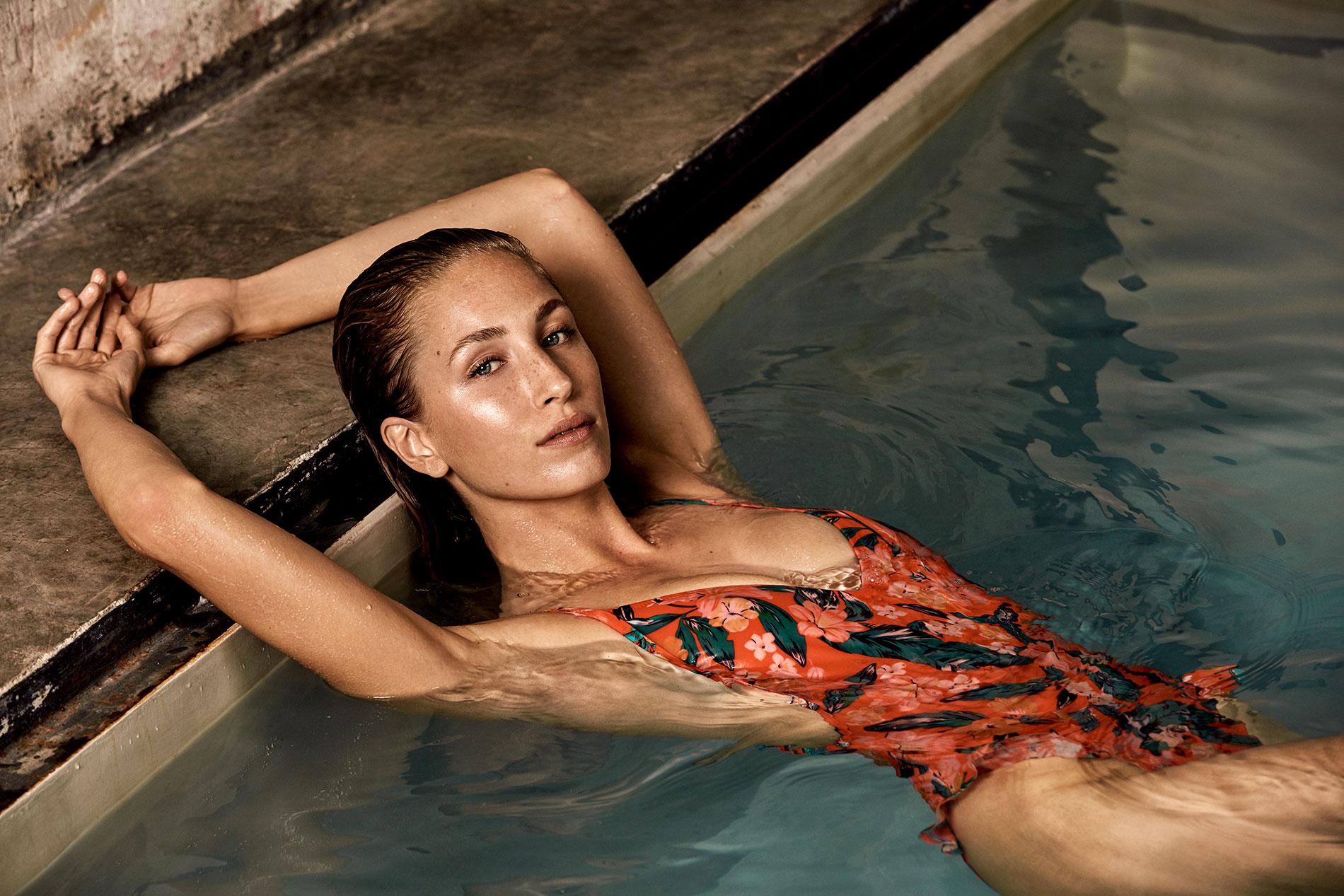 Lunares, volantes o 'tye dye': Las tendencias de baño para lucir este verano