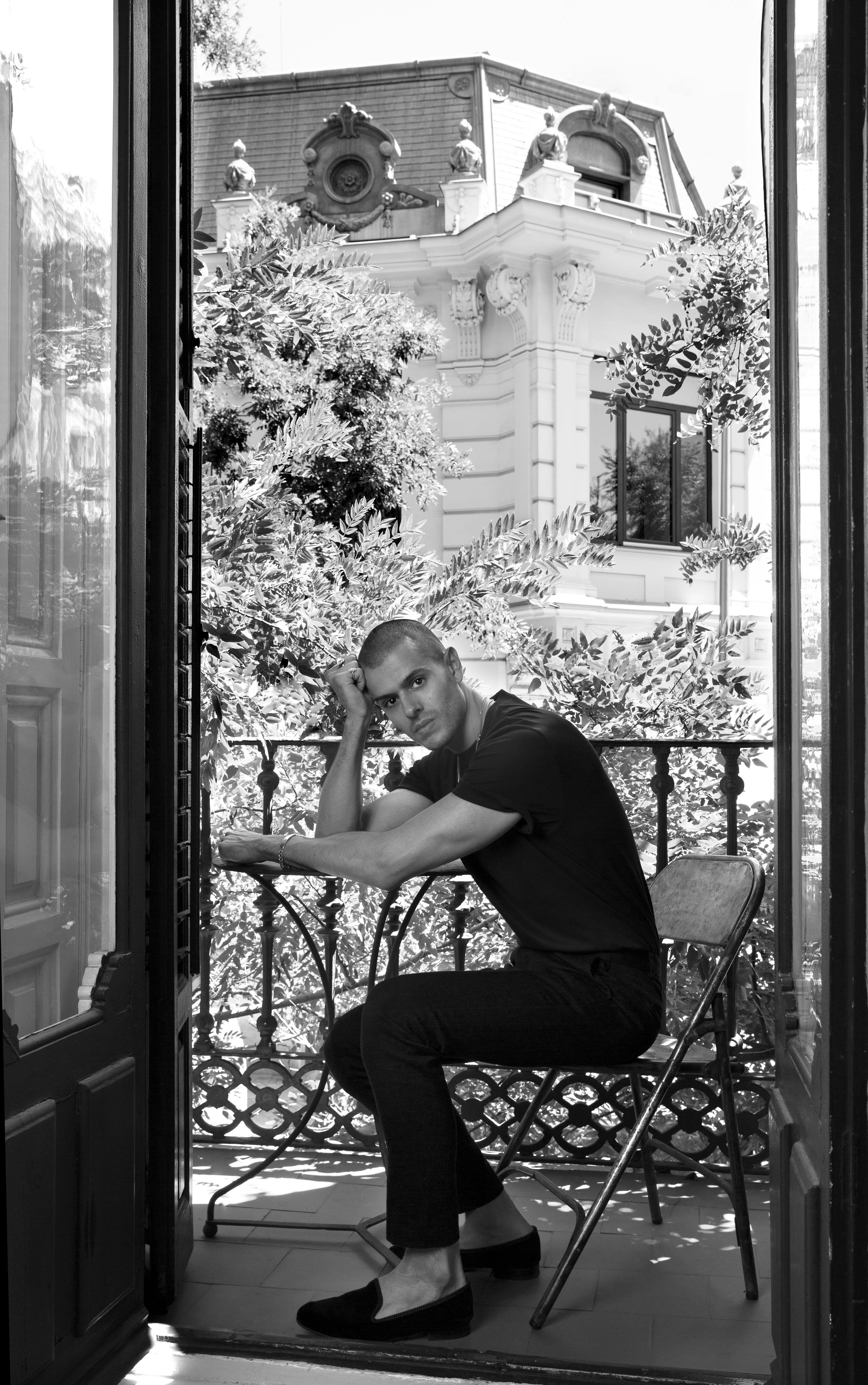 El diseñador español Andrés Acosta, fotografiado en Madrid. (Foto: Olga Moreno)