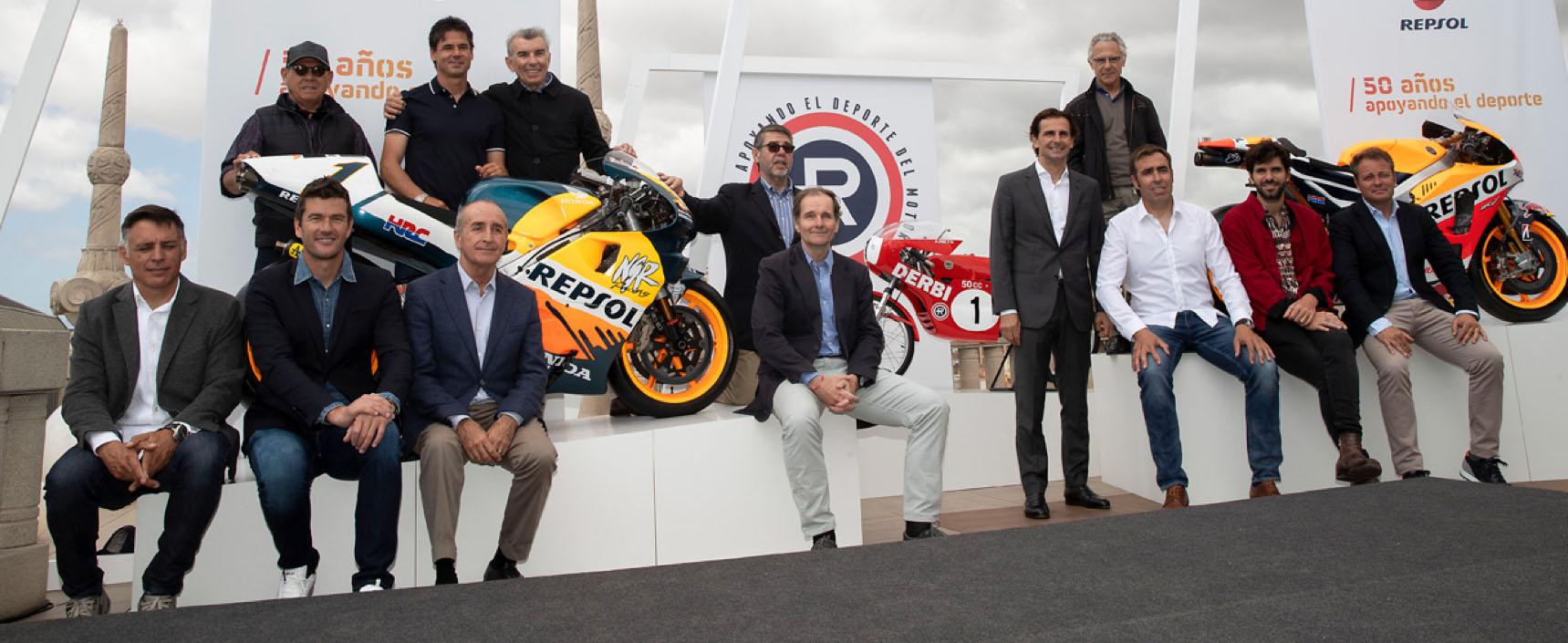 Exposición inédita en Barcelona con 21 coches y motos de los 50 años de Repsol en las competiciones de motor