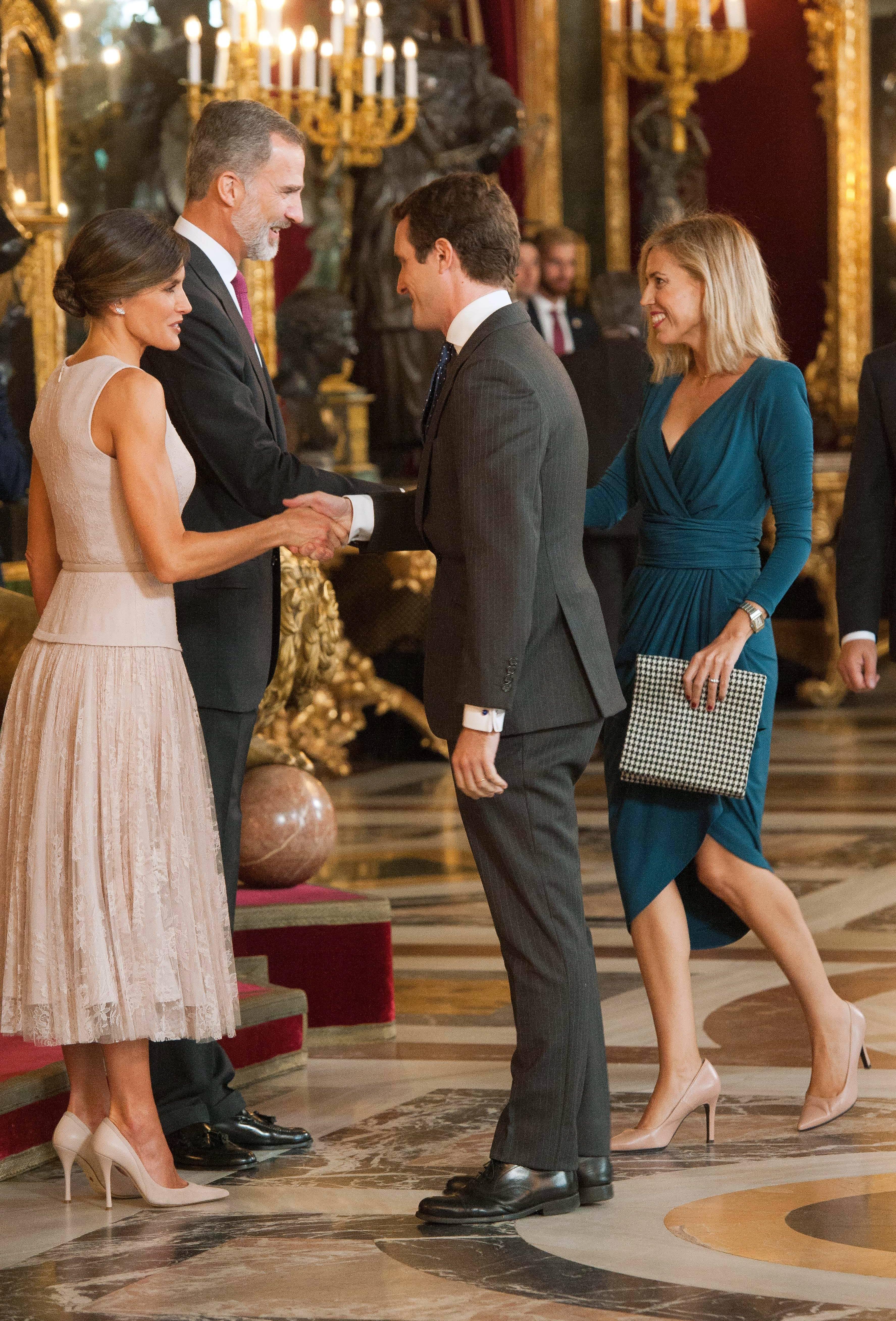 Con el vestido de Colour Nude durante el besamanos en el Palacio Real. (Cordon Press)