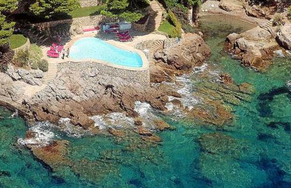 Imagen aérea de la piscina.