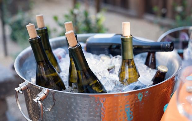 Botellas de vino enfriándose