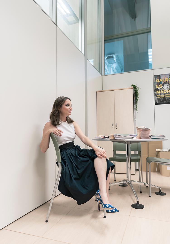 Andrea Levy sentada en su despacho