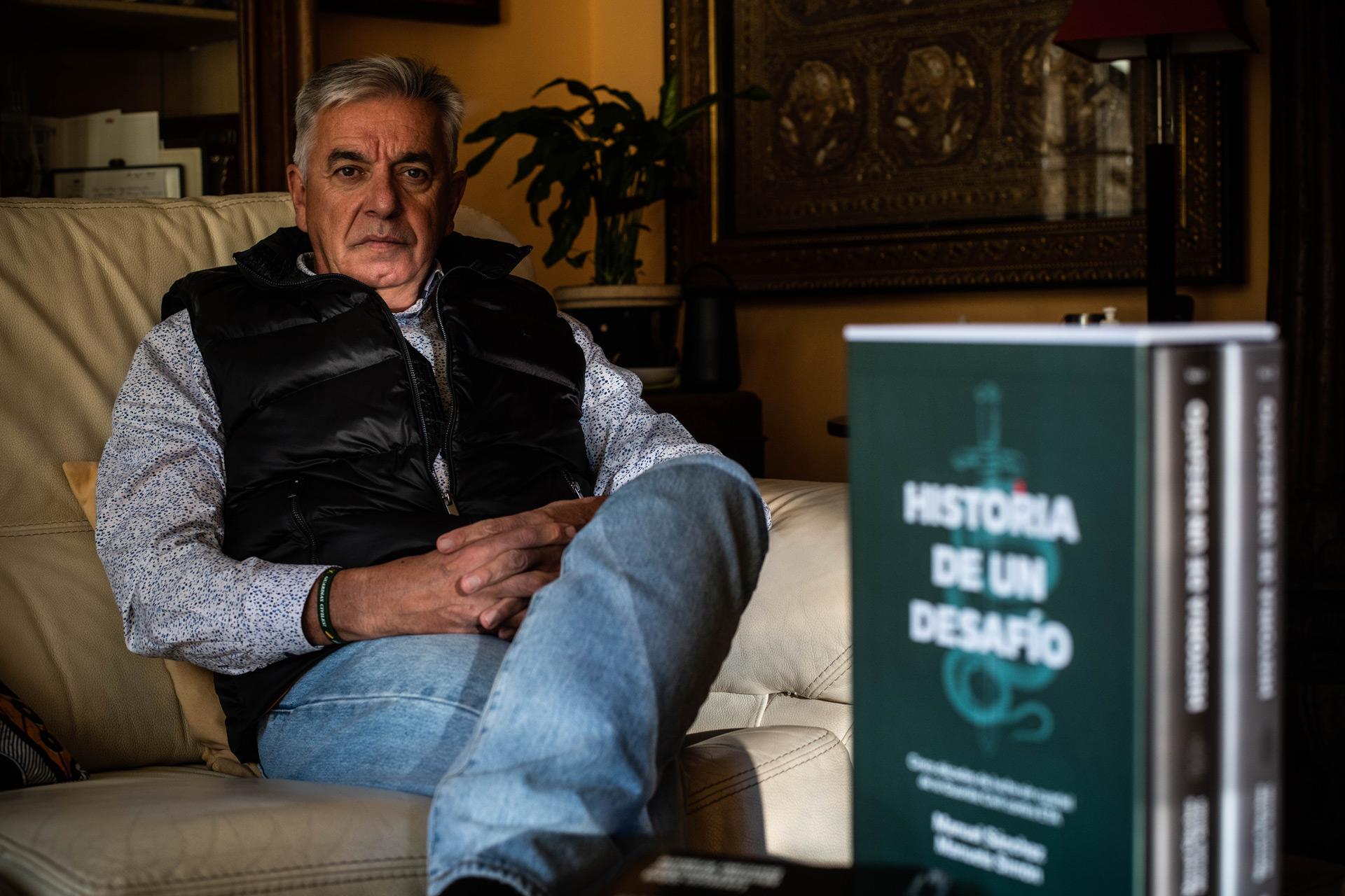 Manuel Corbí, coautor junto con Manuela Simón del libro 'Historia de un desafío'