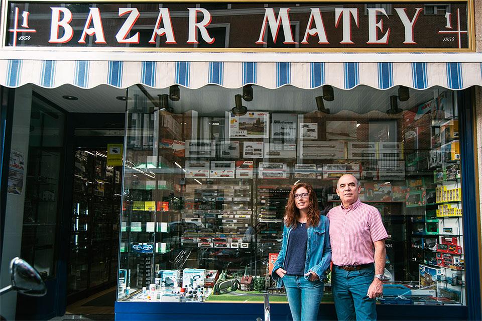 Lorena y Fernando Matey, en su nueva tienda de la calle Santísima Trinidad, en Chamberí