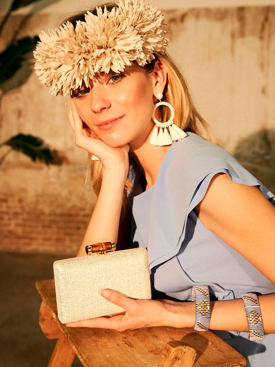 Vestido Lauren Ralph Lauren, Clutch de fiesta de El Corte Inglés, pendientes El Corte Inglés, set de pulseras El Corte Inglés