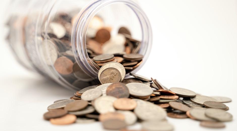 Ahorros guardados en un bote