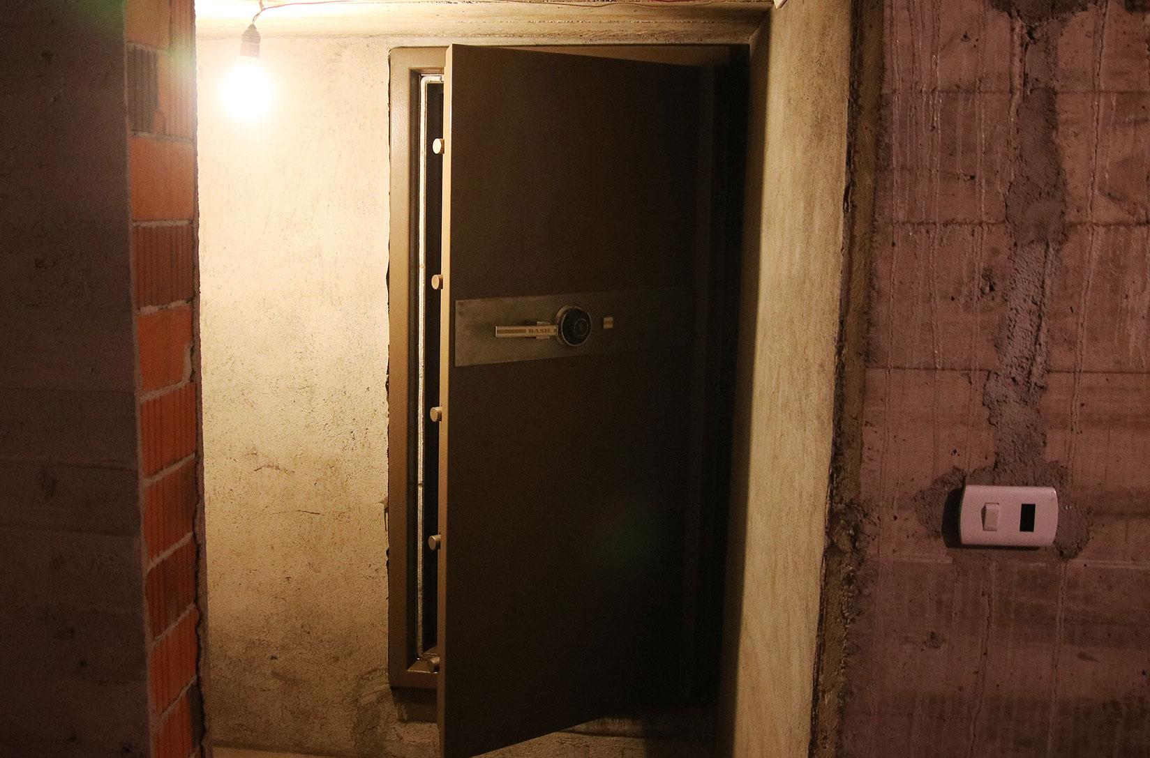 Una de las cajas fuertes subterráneas que se encontraron en Colonia Dignidad